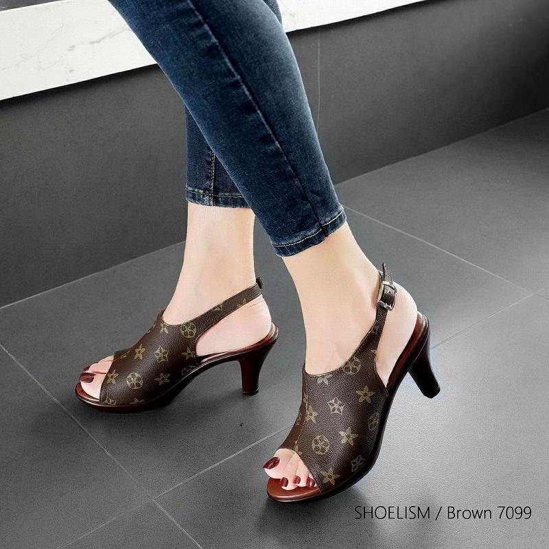 #รองเท้าส้นสูงหน้าปราด้า
